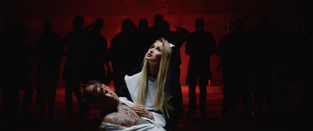 Jebroer-ft-Paul-Elstrak-Dr-Phunk-Engeltje-Official-Music-Video-100-01-30-21Still010.jpg